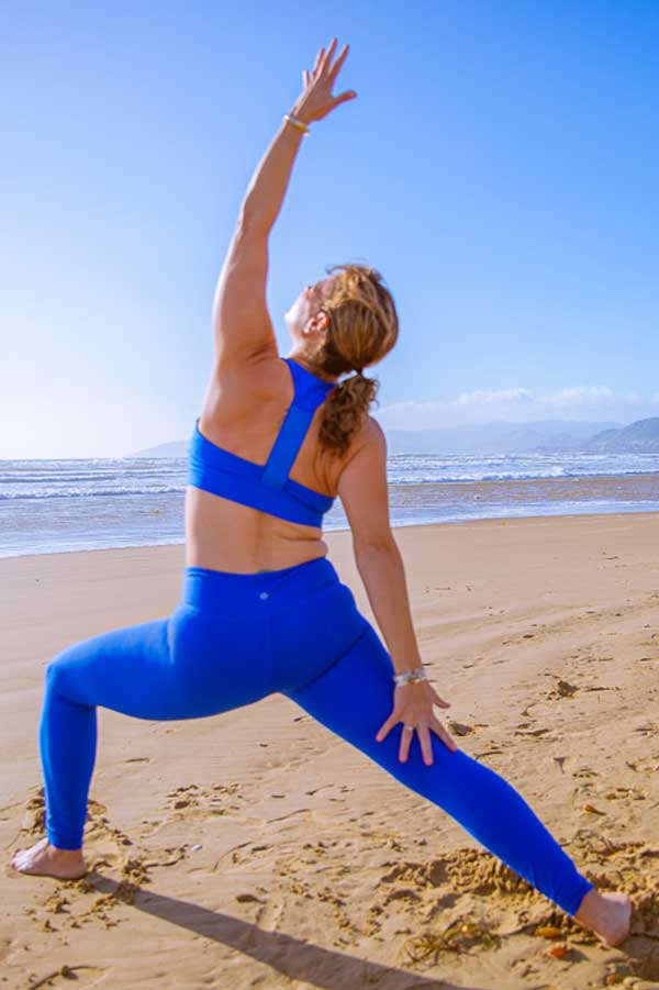 Niccola-Yoga-Asana-onthe-beach_2019-10